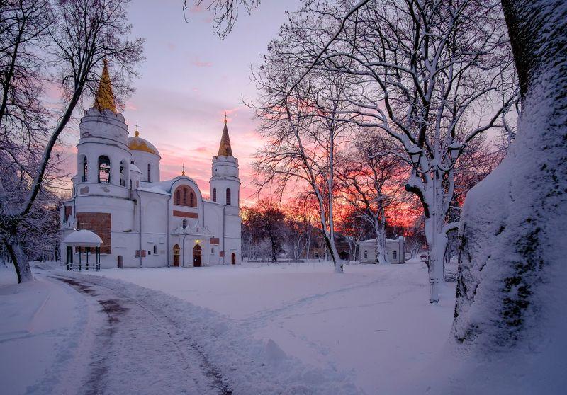 зима,снег,мороз,город,пейзаж,природа,рассвет,утро,рассвет,церковь,собор Город после снегопадаphoto preview