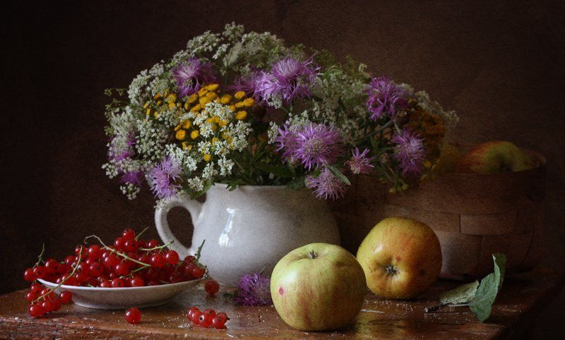 красная смородина, яблоки, корзина, цветы Летний...photo preview