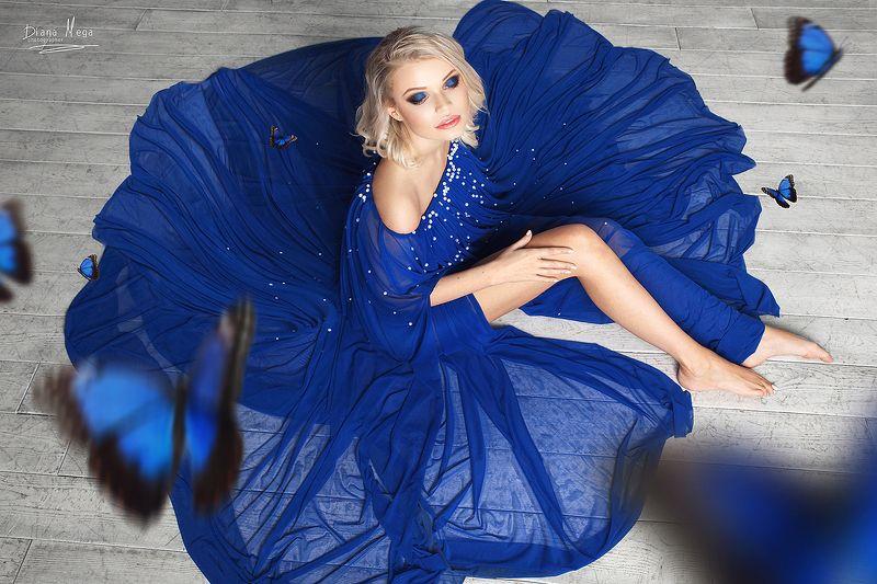 бабочки,блондинка,синее платье Бабочкиphoto preview