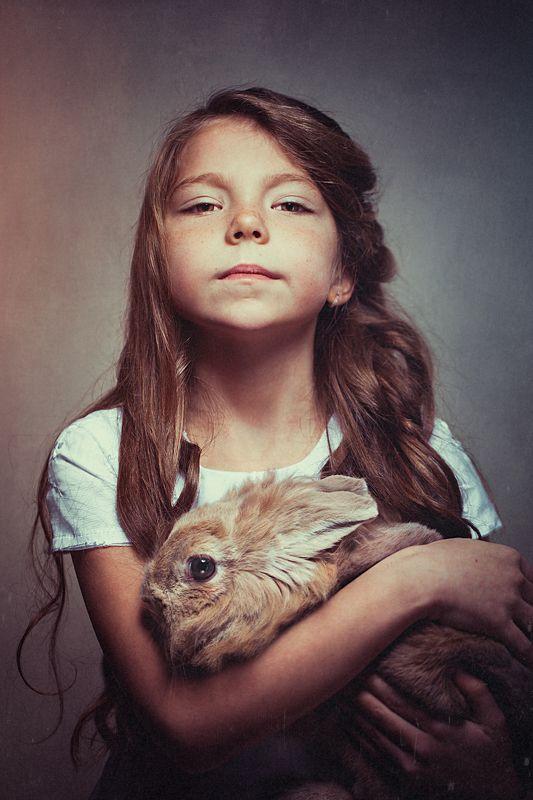 Девочка, кролик, студия *photo preview