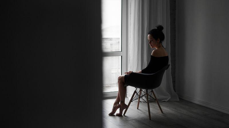 одиночество, женщина, естественный свет, свет из окна, минимализм, портрет, надежда, силуэт, тату About hopephoto preview