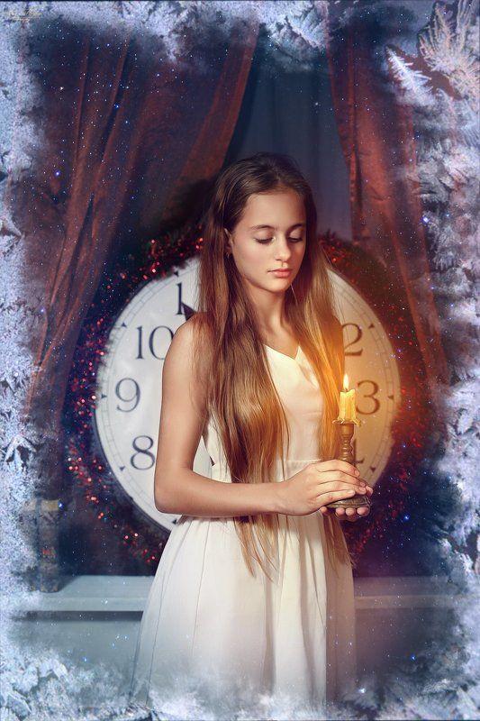 Christmas,girl,candle За Окномphoto preview