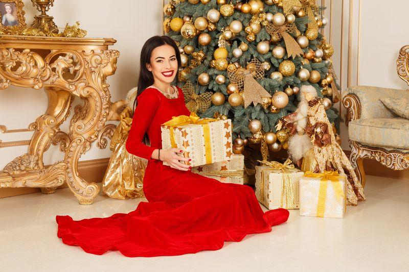елка, портрет, девушка, подарки, платье Новый годphoto preview