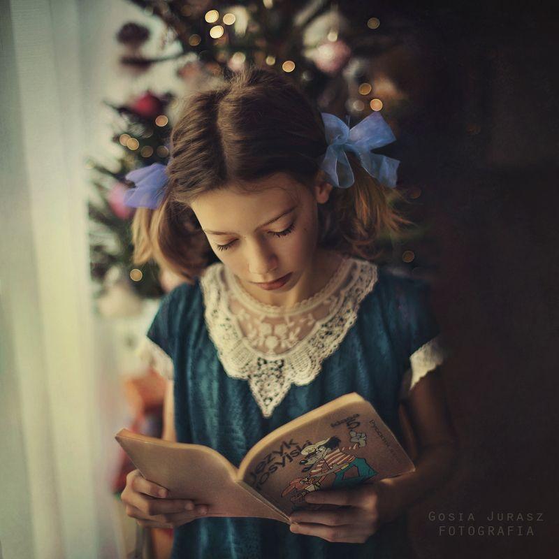 Aga :) Агнешка и моя старая книгаphoto preview
