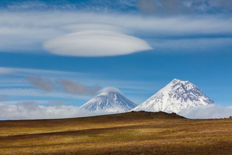 камчатка, вулканы, лентикулярные облака, ключевская сопка, осень Безмятежный деньphoto preview