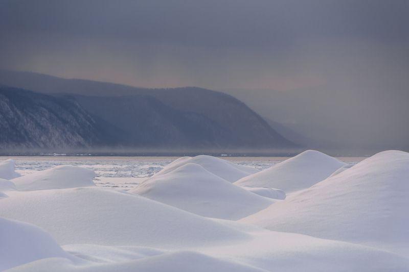 пейзаж, озеро, байкал, тучи, лед, снег, торосы Холодный и спокойный Байкалphoto preview