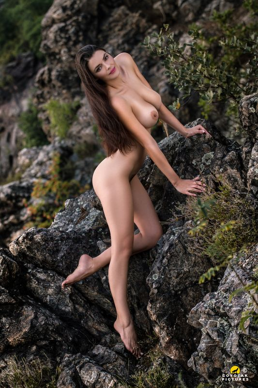 wild girl mountain naked nude tits natural Wild Sarkaphoto preview