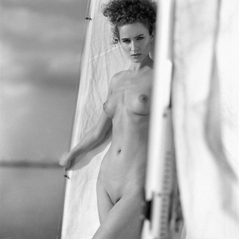 akt, nude, analog, hasselblad, ninoveron, women, eyes, sun, bw, 6x6,  Agaphoto preview