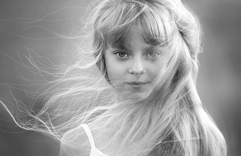 девочка, портрет, естественный свет. Колокольчик в её волосах.photo preview