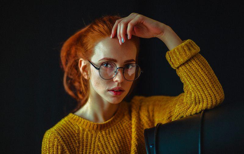 portait girl model eyes redhead freckles веснушки очки рыжая bokeh glasses photo preview