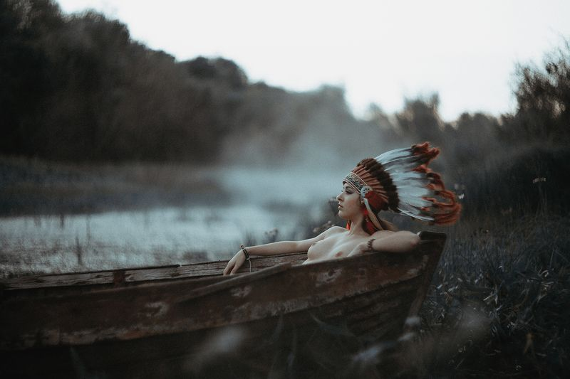 Girl, boat, canoe, Indian, hat, nude ***photo preview