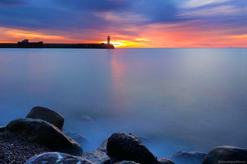 крым, ялта, пляж, волна, фотограф крым, фотограф ялта, маяк, навигация, ялтинский маяк, шторм, длинная выдержка, крымские пейзажи Утро в Ялтеphoto preview