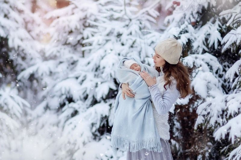 семья, младенец, ребенок, мальчик, лес, зима, елки, снег, снегопад, улыбка, первый, месяц, мама Первый месяц жизниphoto preview