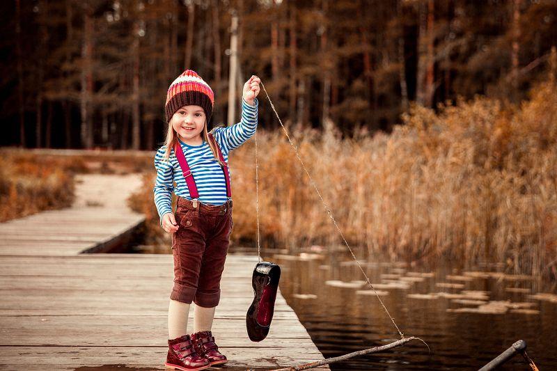 на рыбалке, улов, удочка, ребенок, детский портрет, детки, девочка, рыбачка, маленькая девочка, малышка, ловим рыбу, в деревне, на речке Удачный улов...photo preview