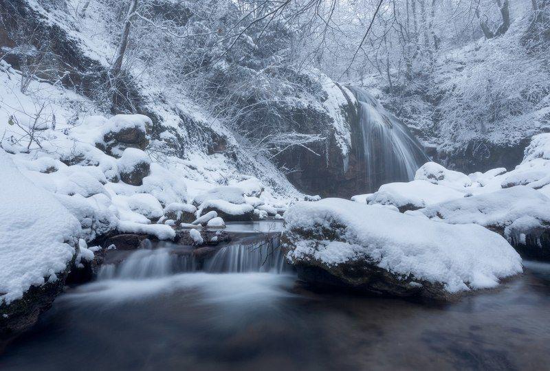 крым, водопад, джур-джур, природа, пейзаж, зима, снег, струи, долина привидений, демерджи, россия, путешествия, туризм, отдых, февраль, февраль в крыму, зима в крыму Джур-Джур зимойphoto preview