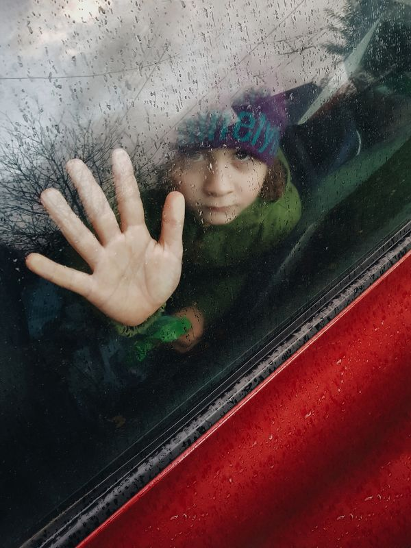 дождь, ребенок, линии, рука, геометрия Линии судьбыphoto preview