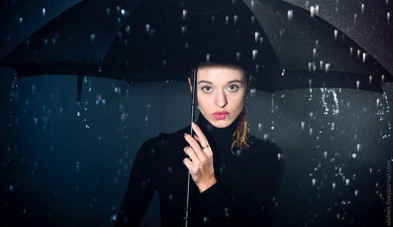 Девушка с зонтомphoto preview