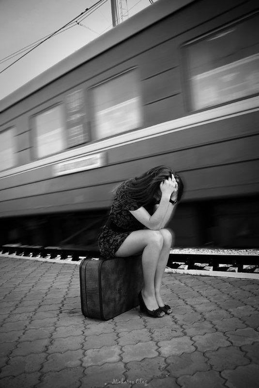 девушка, поезд ******photo preview