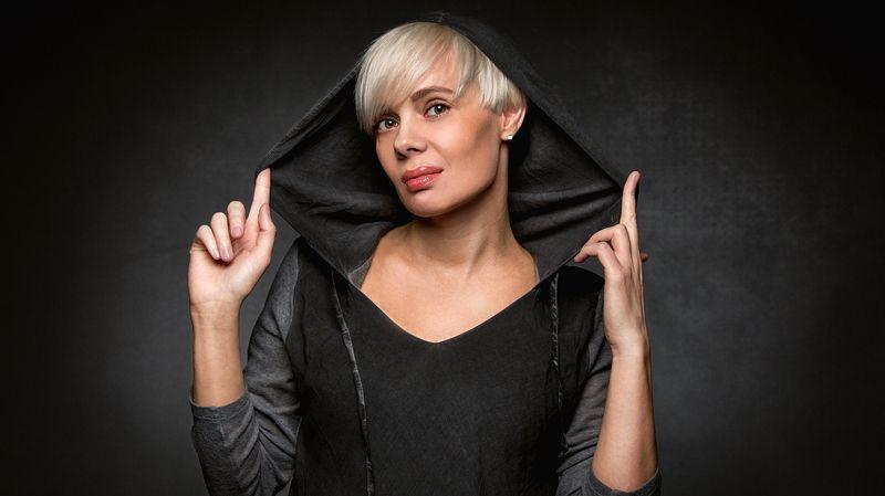 студийный портрет, черный, фон, студия, фотостудия, девушка, модель Ольгаphoto preview