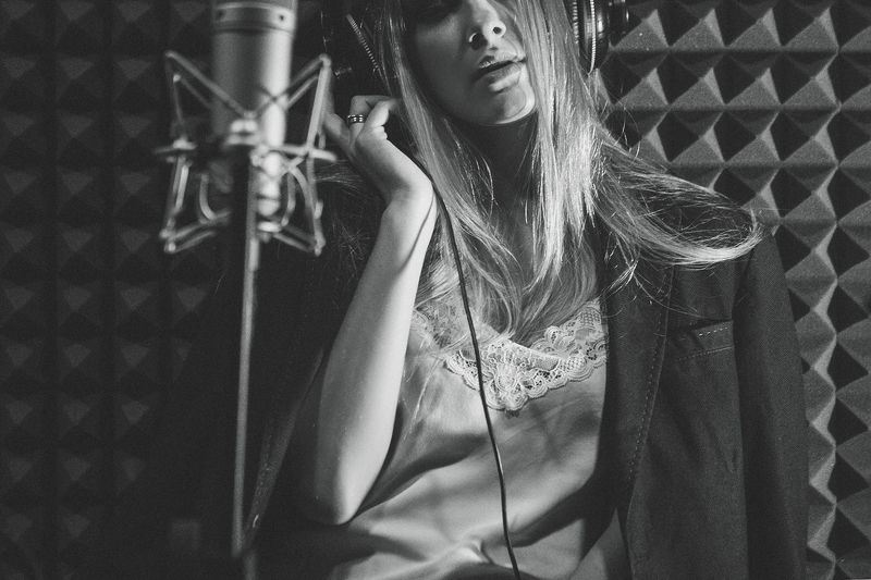 #девушка#лампа#певица Певичкаphoto preview
