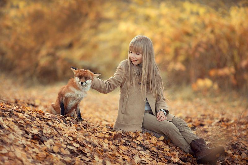 девочка с лисичкой Подружились!photo preview