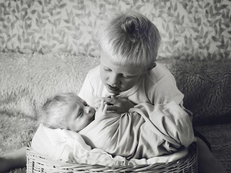 брат, семья, новорожденный, домашняя, фотосъемка Младший братphoto preview