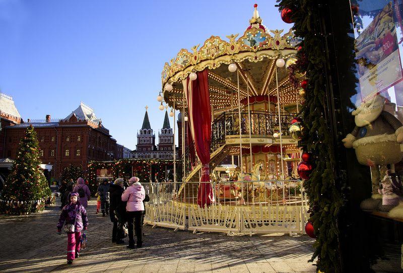 Москва Россия, Москва. Карусель на Манежной площади.photo preview