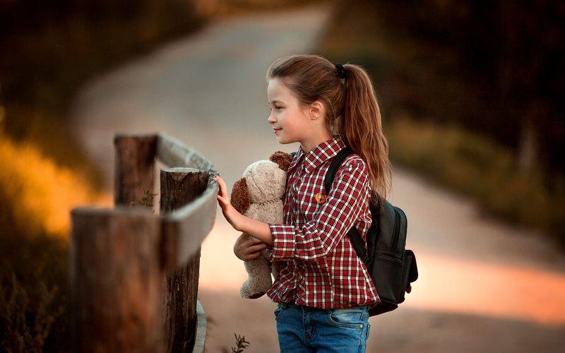 девочка, ребенок, детское, дети, игрушка, прогулка, на природе Варяphoto preview