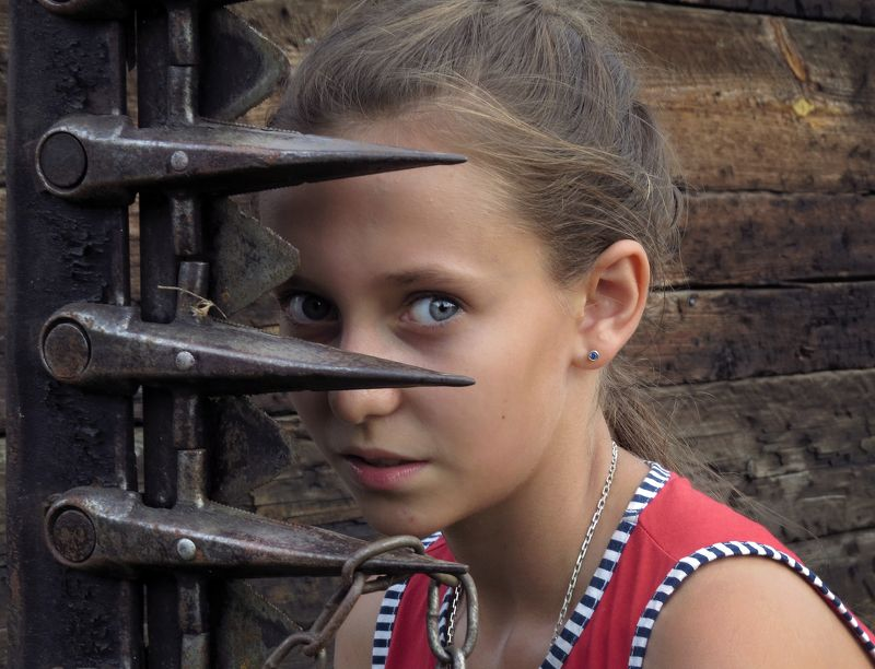деревня, полина, малышевка игра в пряткиphoto preview