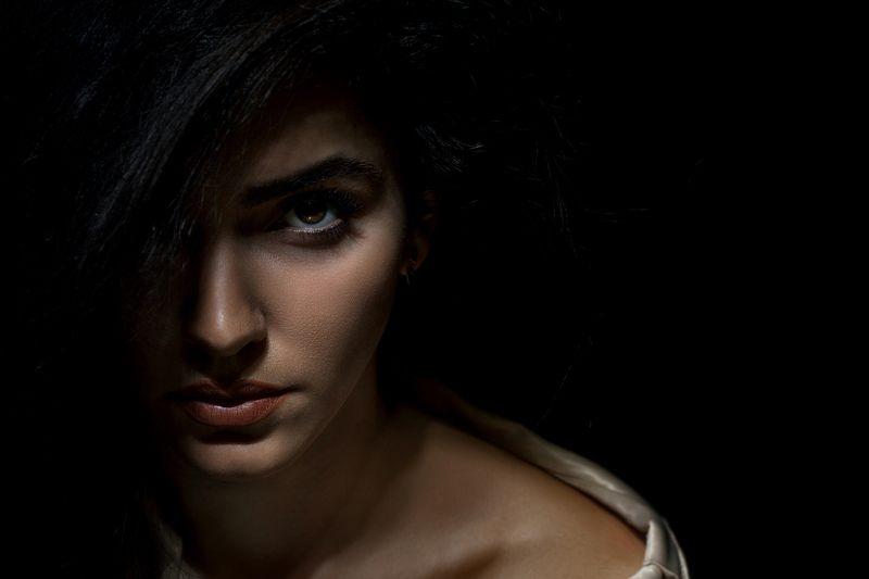 люди, девушка, молодая, красота, роза, низкий ключ, свет, взгляд, глаза, брюнетка, студия, фотокузница, ivankovale Взгляд Розыphoto preview