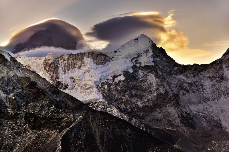 горы, утро, непал, гималаи, облака Рассвет в Гималаях.photo preview