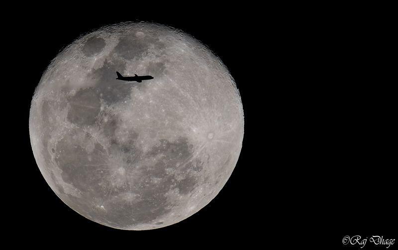 moononplane  moon on planephoto preview