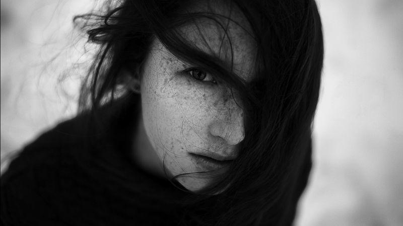 чб, хедшот, портрет, headshot, волосы, атмосфера, взгляд, ветер, зима Александраphoto preview