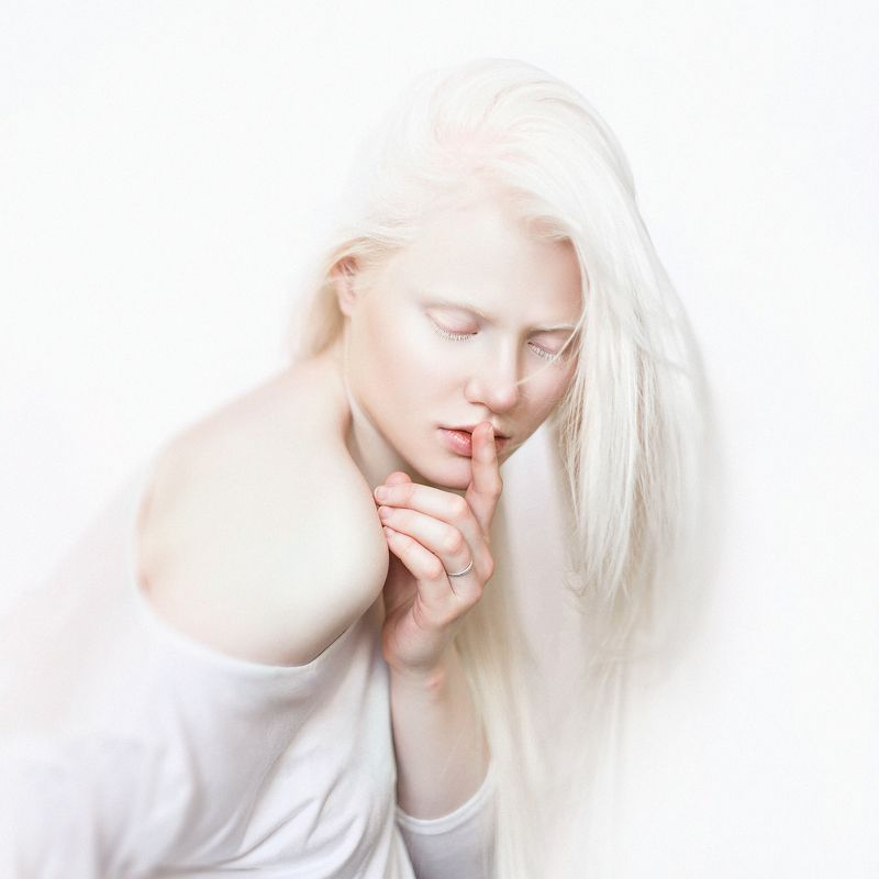Pure silence of whitephoto preview
