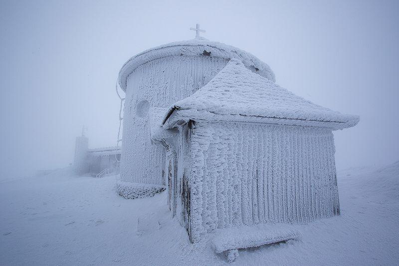polska,karkonosze ,śnieżka Kaplica na Śnieżce.photo preview