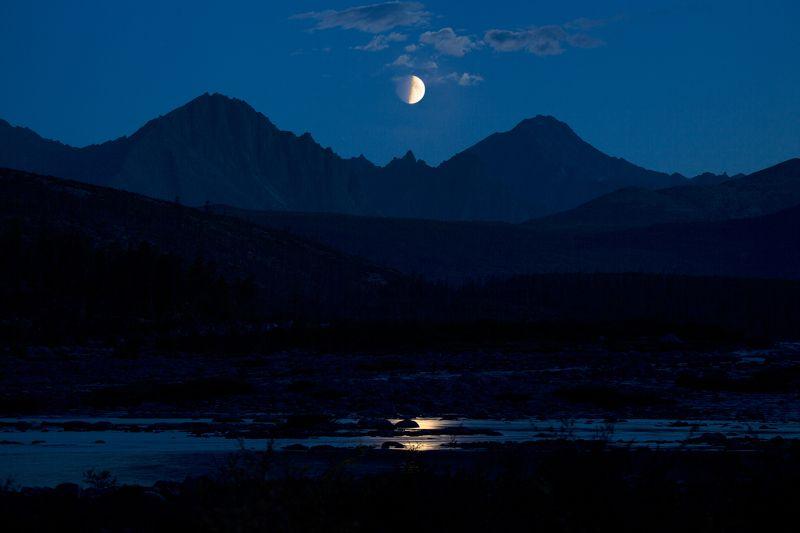 луна, озеро, ночь, половина, пепельный свет, отражение, горы, колыма, антон селезнев И снова Луна...photo preview