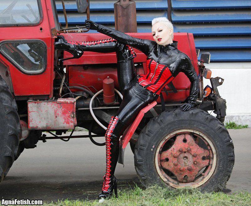 агна деви, трактор, корсет, подземный переход, комбинезон, фетиш, винил, пвх Спонтанное)photo preview