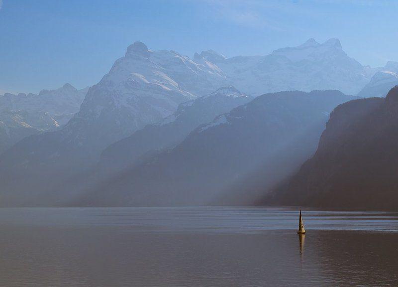 швейцария, озеро, яхта, горы В одиночествеphoto preview