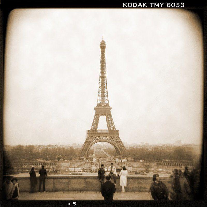france, , , paris, , , artist, , , painting, , , bridge, , , boats, , , walls, , , steps A Walk Through Paris # 5photo preview