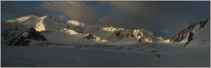 тянь-шань, горы, ледник Zeig mir den Weg nach untenphoto preview