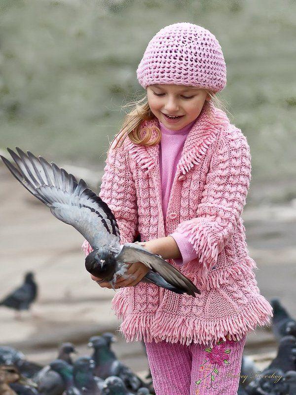 дети, голуби Счастье в детских руках.photo preview