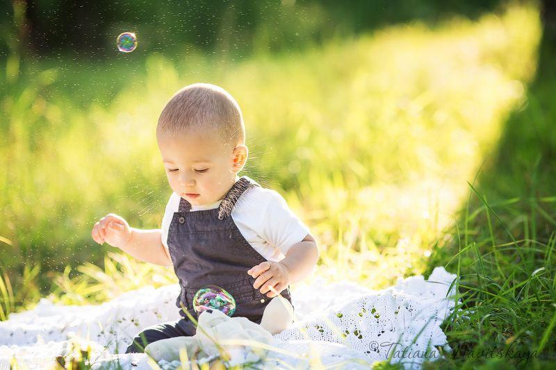 мама, ребенок, сын, мальчик, забота, мамина любовь, счастье, вместе, лето, солнце, ветки, трава photo preview