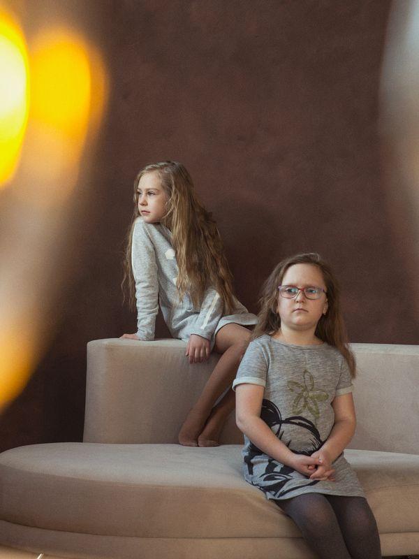 дети, девочки, сестры, кукла, студийное фото Дочки-материphoto preview