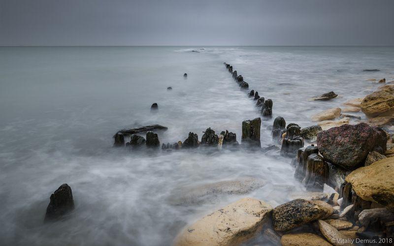 море, побережье, морской берег, горизонт, небо, скалистый берег, шторм, зима, длинная выдержка, nd фильтр Следы прошлого. Побережье Черного моряphoto preview