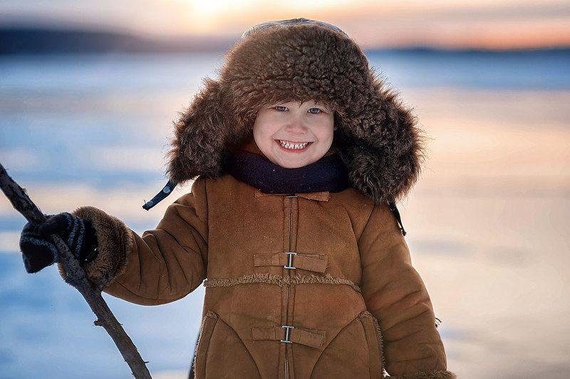 дети ребенок мальчик зима мороз ушанка вечер Морозный вечерphoto preview