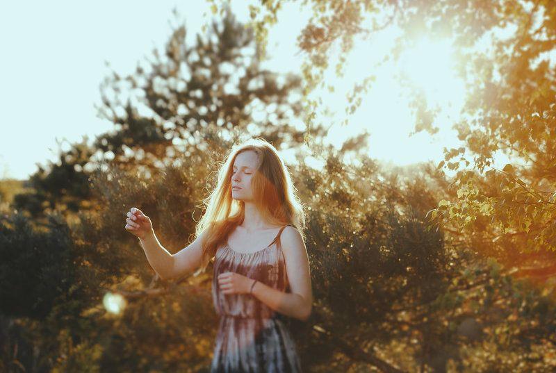молодая девушка, портрет, постановочная фотография, свет, лето, солнце, пейзаж, lightroom sunlightphoto preview