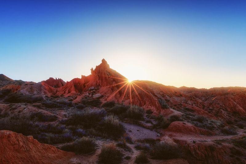 Последние лучи солнца в Долине сказок / Киргизияphoto preview