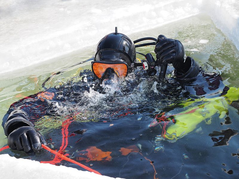 Diving, inder ice Under Icephoto preview