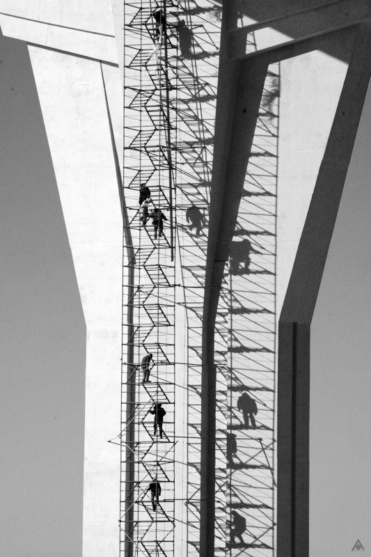 лестница люди тени Движение по вертикалиphoto preview