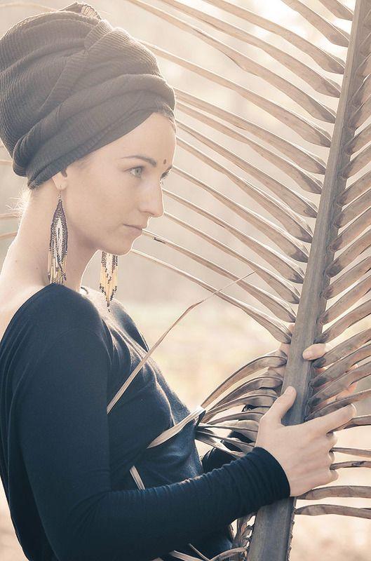 девушка с пальмовым листом, спина, ветки, фотограф, фотограф спб, творческая фотосессия, артфотограф Арфаphoto preview